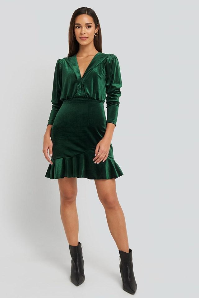 Deep Neckline Velvet Dress Green Outfit