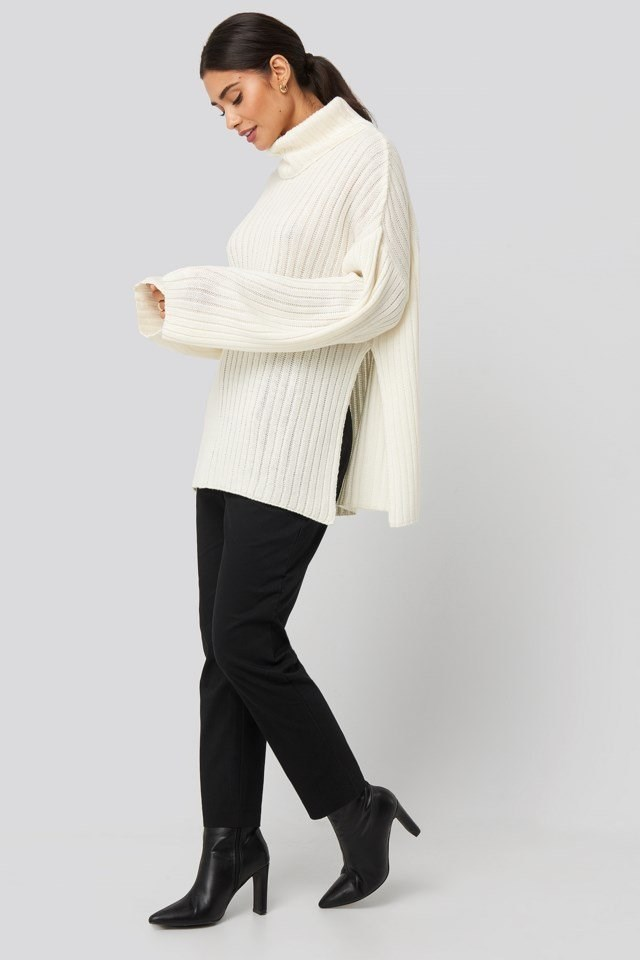 Side Slit Oversized Knitted Sweater White Outfit