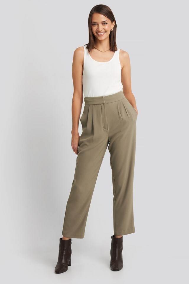 Loose Fit Cropped Pants Outfit