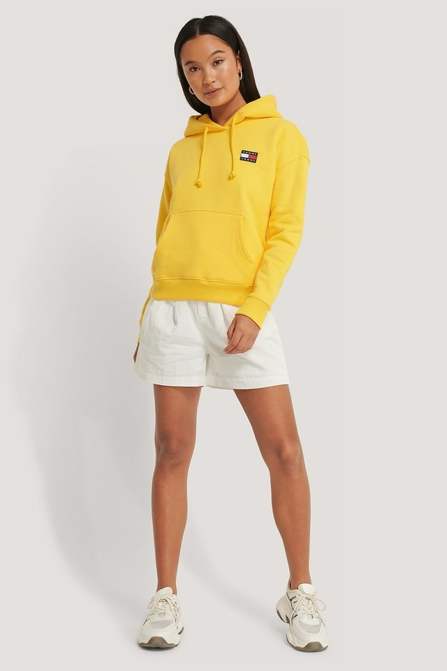Tommy Badge Hoodie Outfit