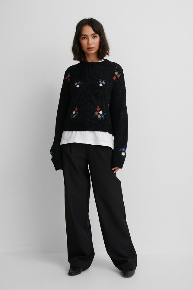 Flower Embroidery Round Neck Knitted Sweater.