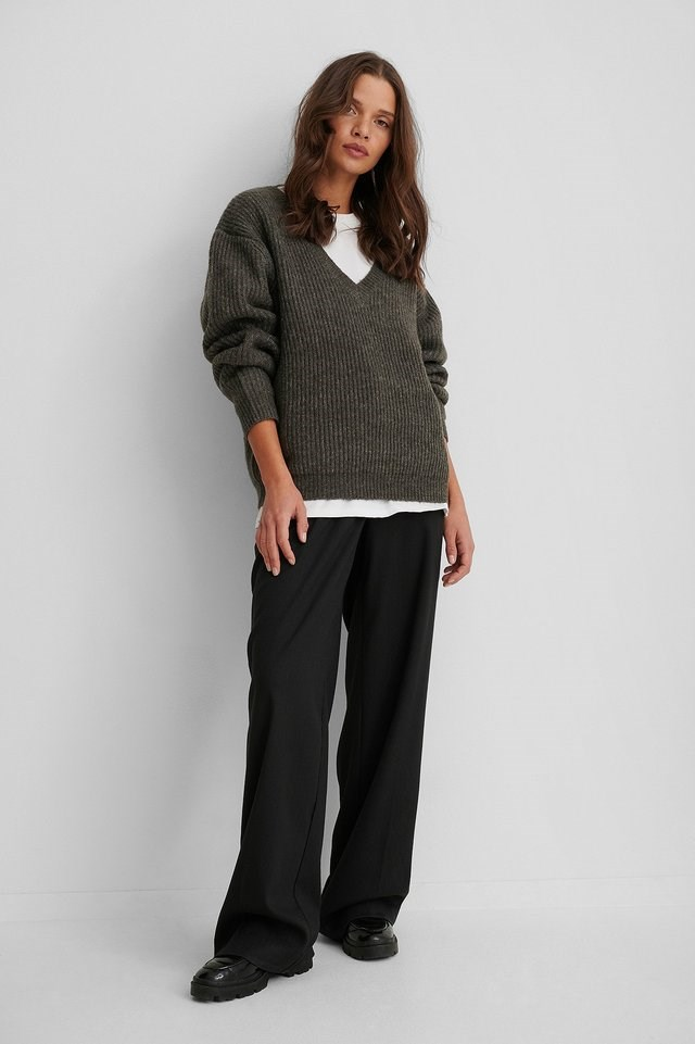 Oversized V-neckline Sweater Outfit.