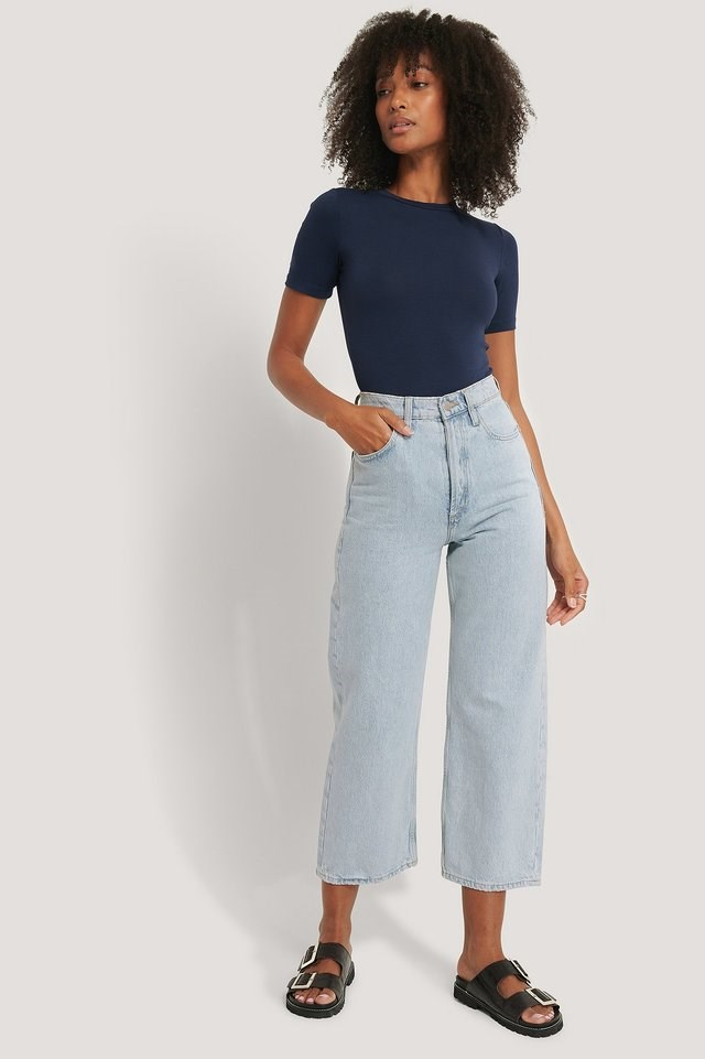 Roundneck Tight Fit Basic T-shirt Outfit.