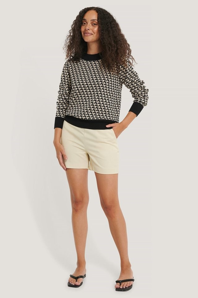 Houndstooth Knitted Sweater Outfit.
