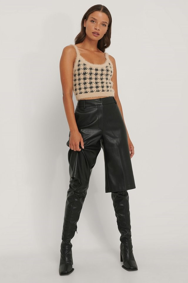 Checked Cropped Knitted Top Outfit.