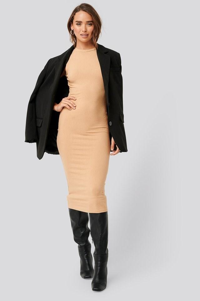Sleeveless Ribbed Midi Dress Outfit.