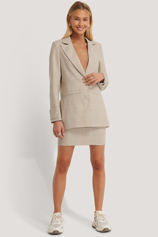 Shoulder Padded Checked Blazer Outfit.
