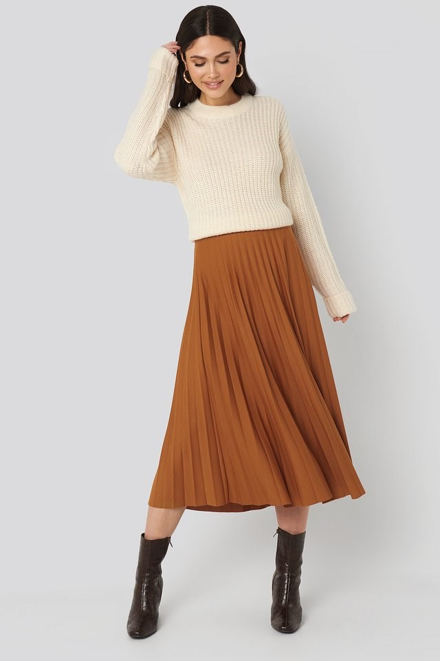 Folded Sleeve Round Neck Knitted Sweater Outfit.