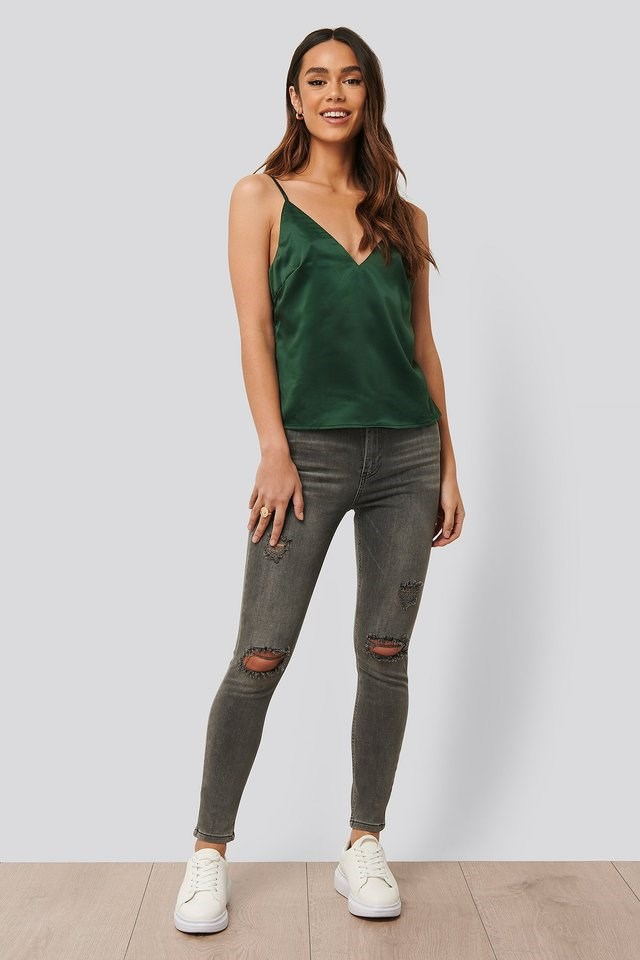 Slim Fit Destroyed Jeans Grey Outfit.