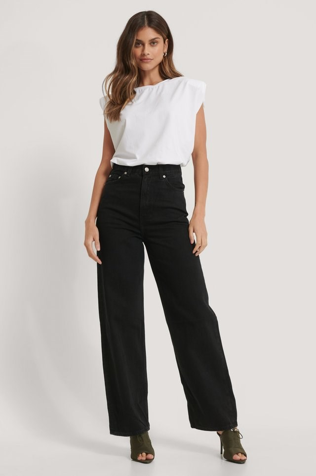 High Loose Jeans Trainwreck Black Outfit.