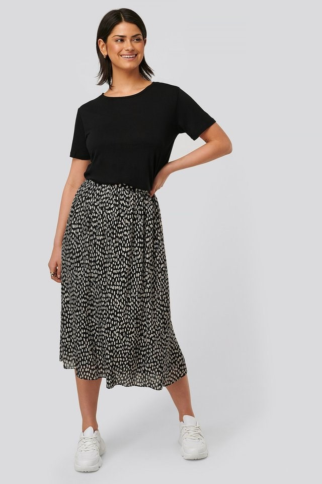 Printed Pleated Skirt Outfit.