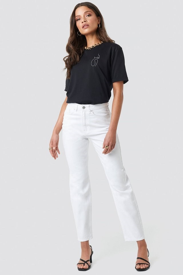 Pocket Embroidered Jeans White Outfit.
