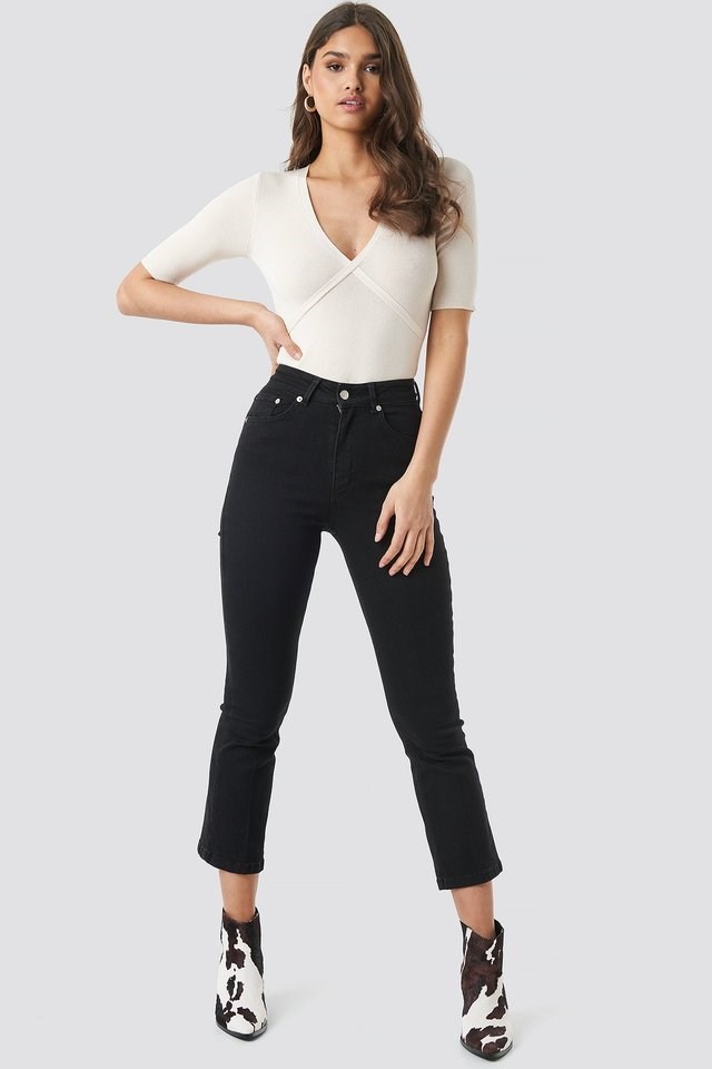 Mid Rise Cropped Flared Jeans Black Outfit.