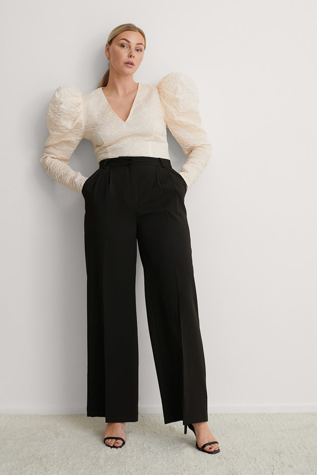 Deep Neck Puffy Sleeve Blouse Outfit!