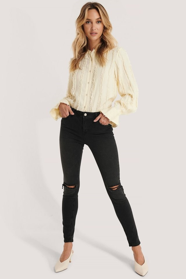 Skinny Mid Rise Ankle Jeans Grey Outfit.