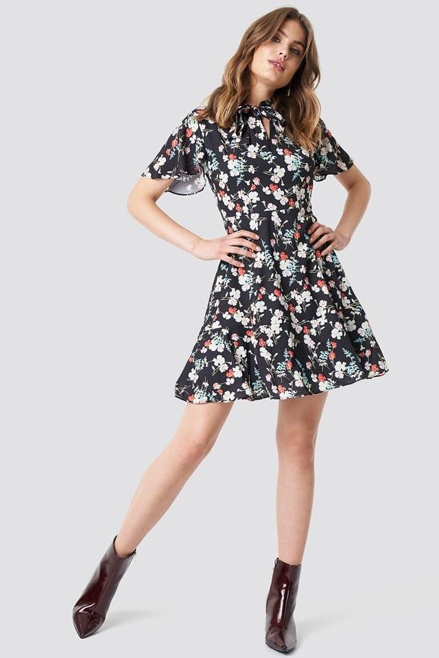 The Cute Flower Mini Dress Look