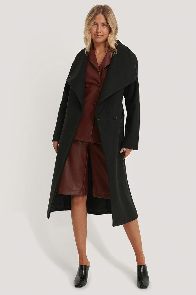 Oversized Big Collar Coat Black Outfit.