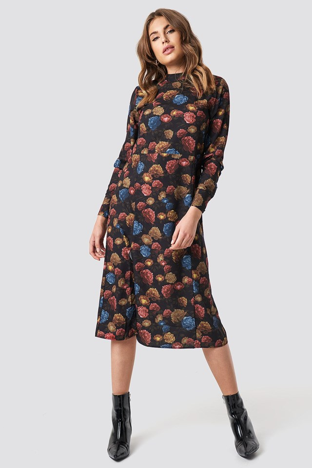 The Trendy Flower Midi Dress Outfit