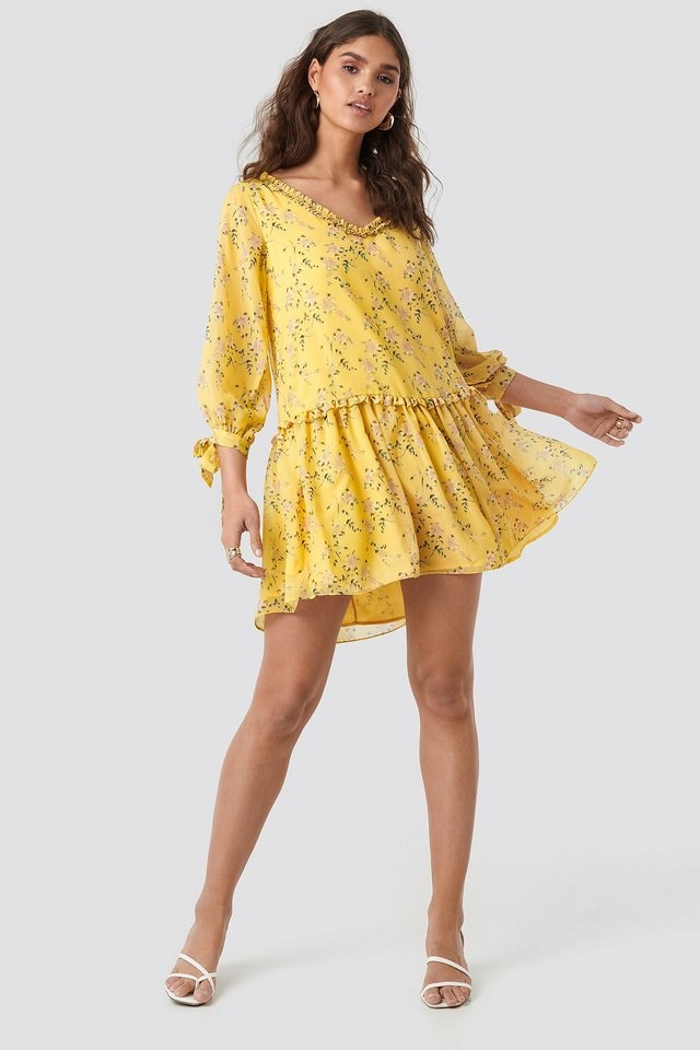 Ruffle V Neck Mini Dress Outfit.