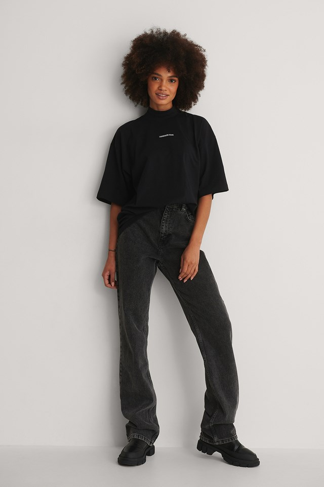 Oversized Micro Branding Tee Outfit!