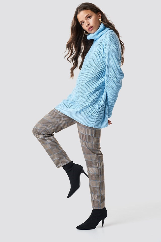 Blue Themed Knit Pant Outfit