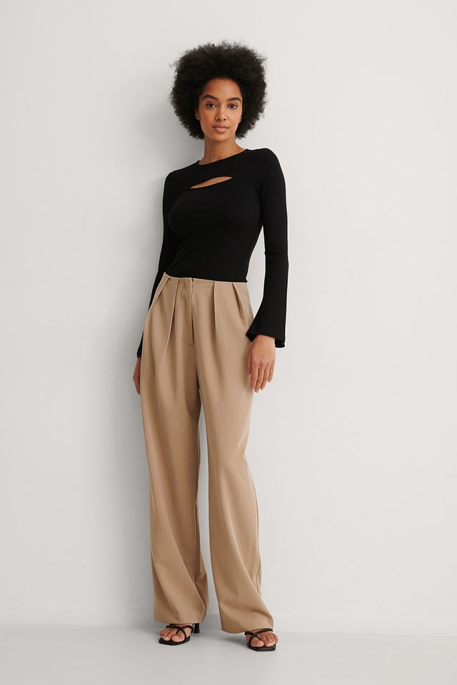 Cut Out Trumpet Sleeve Top Outfit