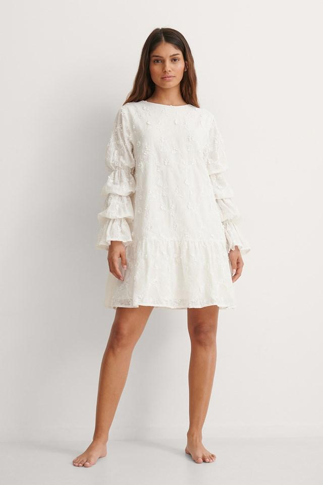 NA-KD Sleeve Detail Deep Back Dress Outfit