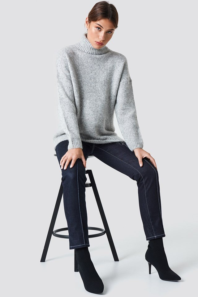 Iconic Grey Knit and Jeans Outfit