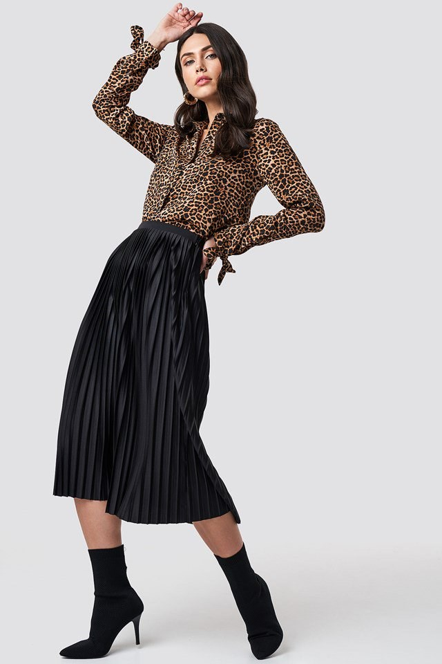 Pleated Skirt X Leo Top Outfit