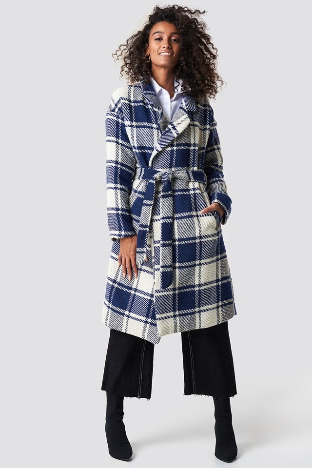 Blue Checkered Coat X Cropped Jeans Outfit