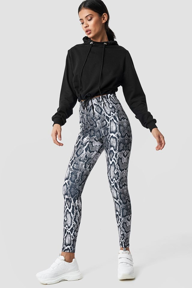 Trendy snake print leggings outfit
