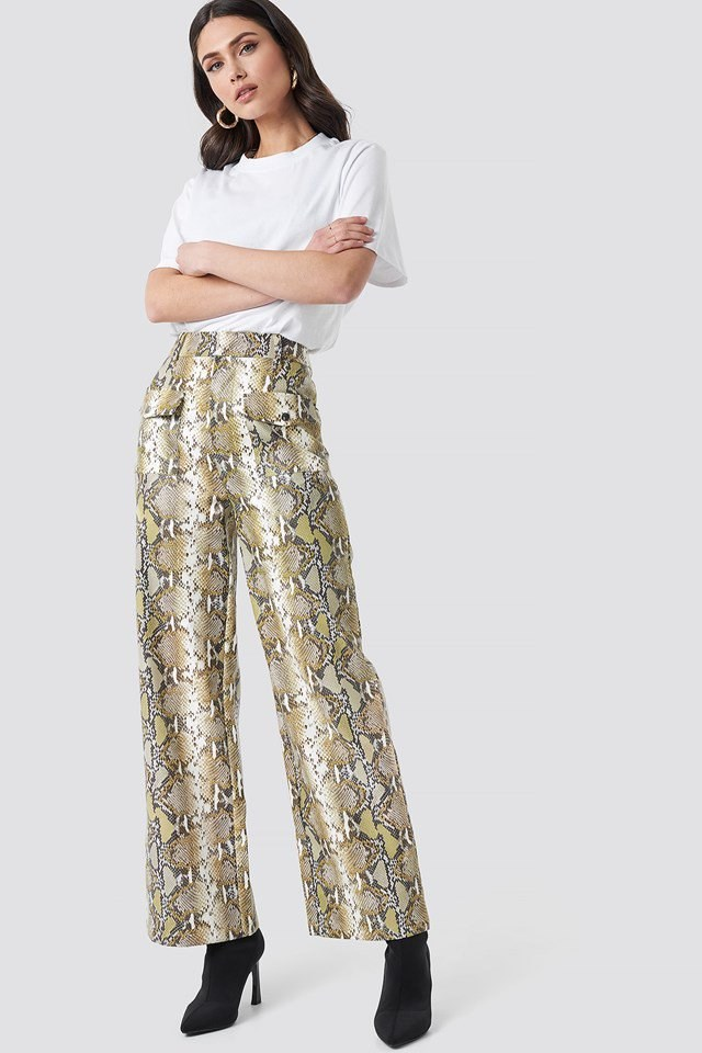 Printed pants outfit.