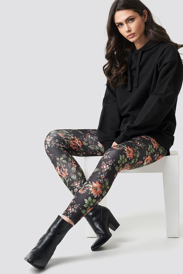 Dark Floral Leggings Black Outfit