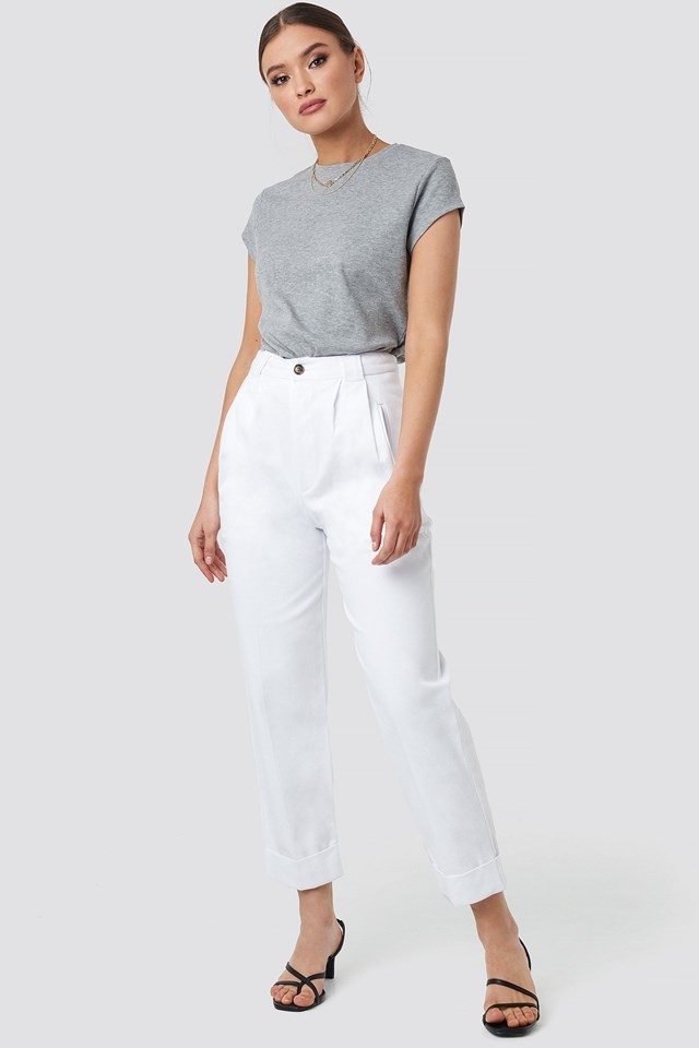 Carrot Pant White Outfit