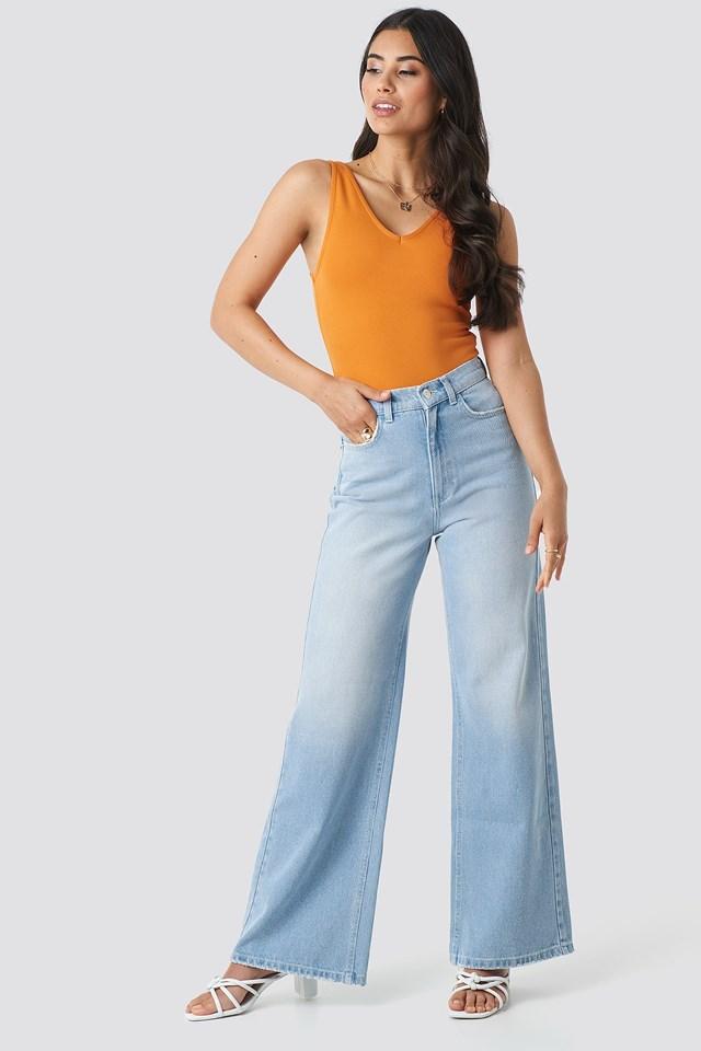 V-Neck Body Orange Outfit