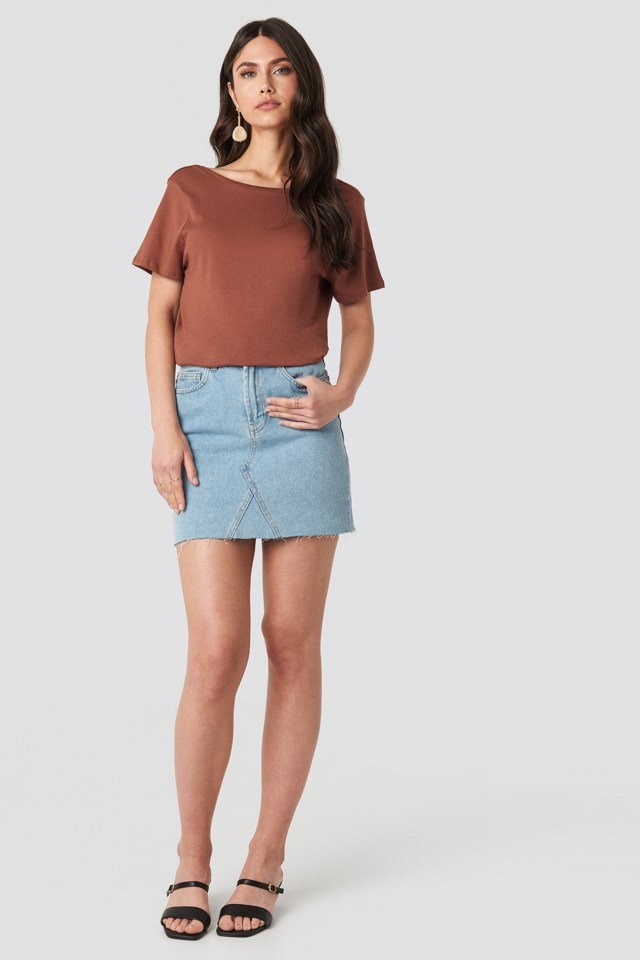 Deep Back Tee Brown Outfit