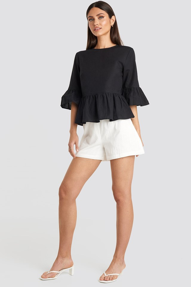 Flounce Top Black Outfit