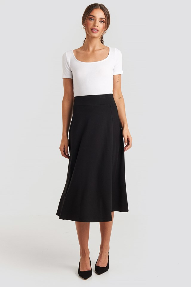 Crepes Line Midi Skirt Black Outfit