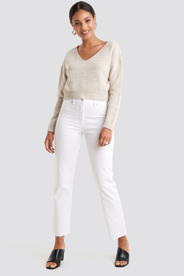 Cropped V-neck Knitted Sweater Beige Outfit
