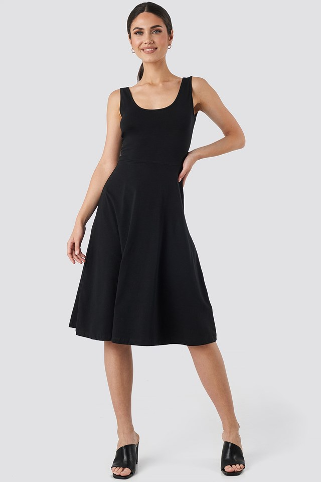 Sleeveless Jersey Midi Dress Black Outfit.