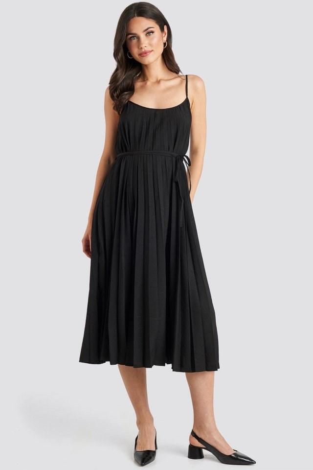 Plisado Dress Black Outfit