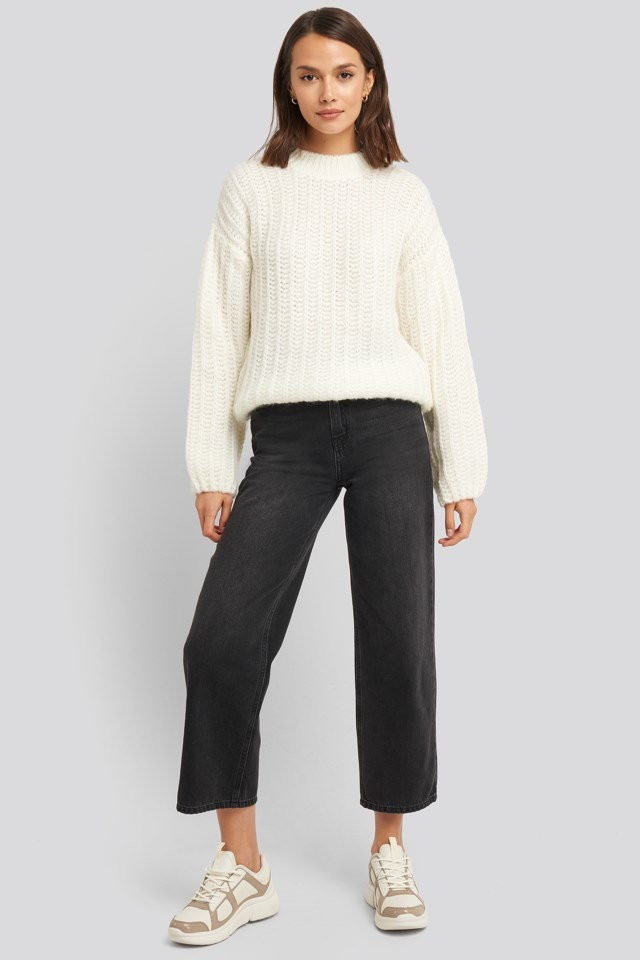 Round Neck Heave Knit Sweater Outfit