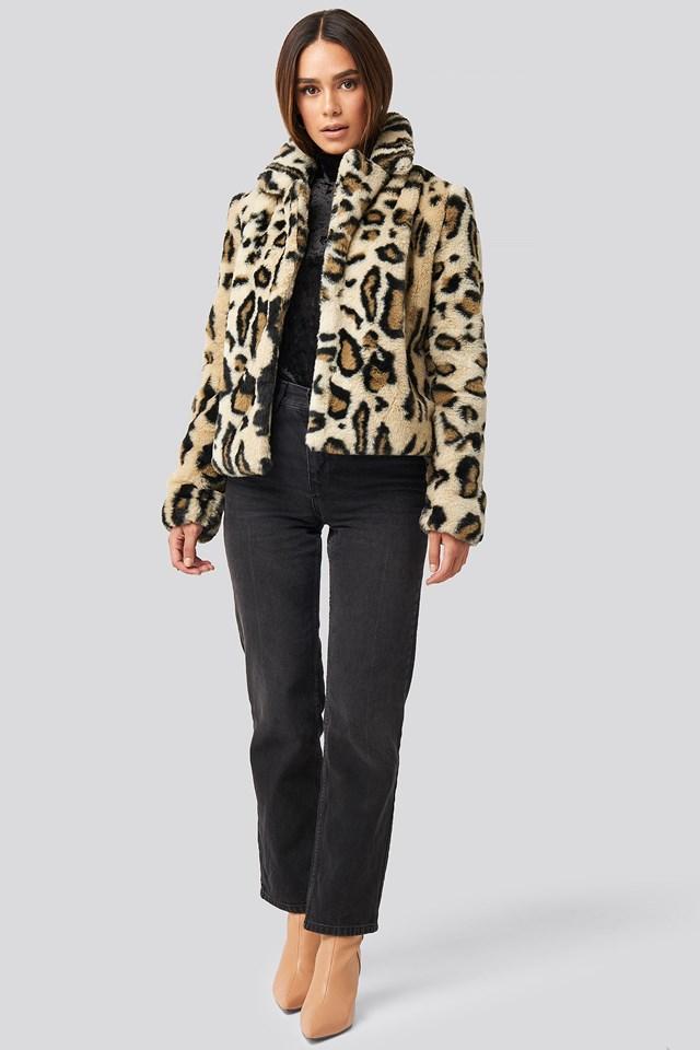 Nova Short Faux Fur Jacket Beige Outfit.