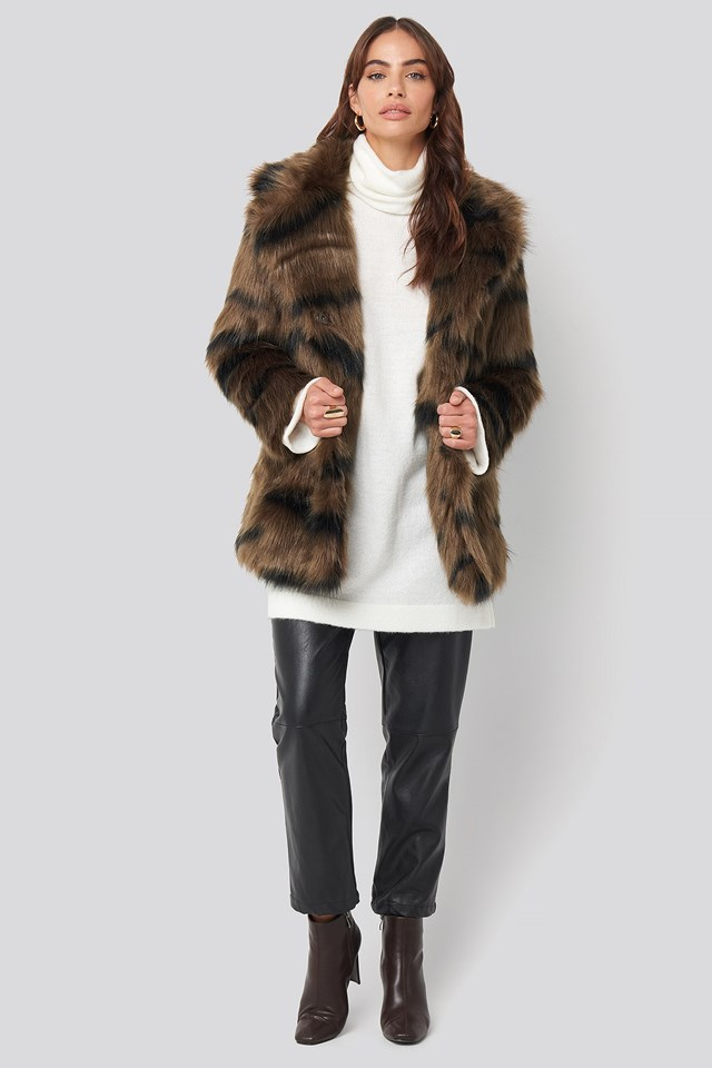 Cropped Sleeve Faux Fur Jacket Brown Outfit.