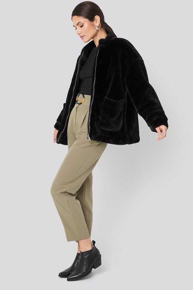 Short Front Pocket Faux Fur Jacket Black Outfit.