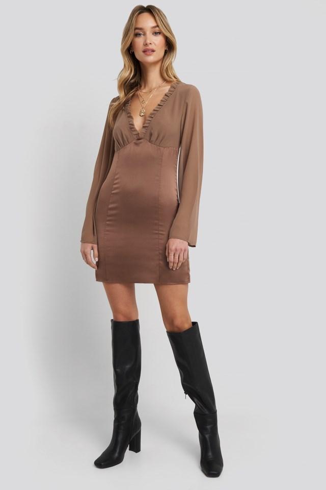 Ruched Neckline Bodycon Dress Look