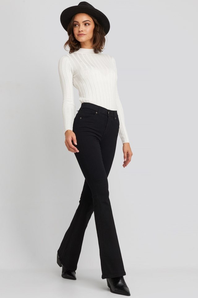 Macy Flared Jeans Look