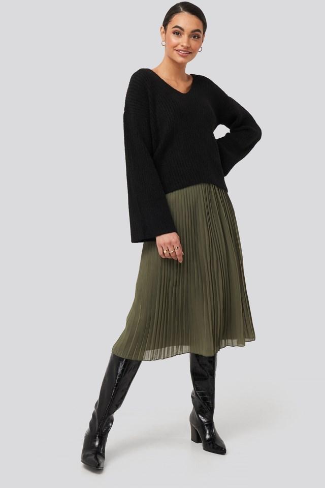 V Front Knit Okt Outfit