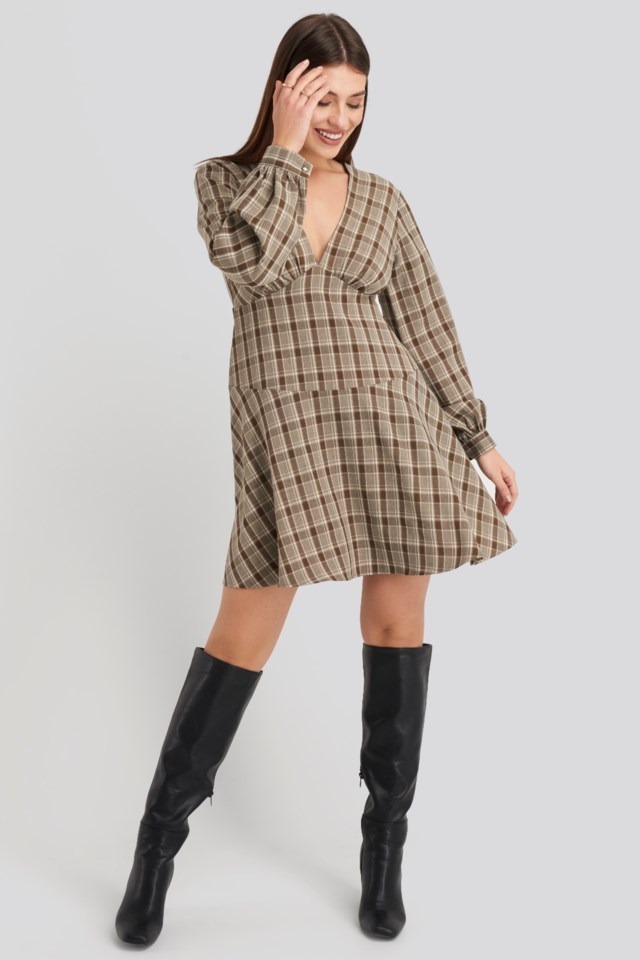 V-Neck Balloon Sleeve Dress Brown Outfit