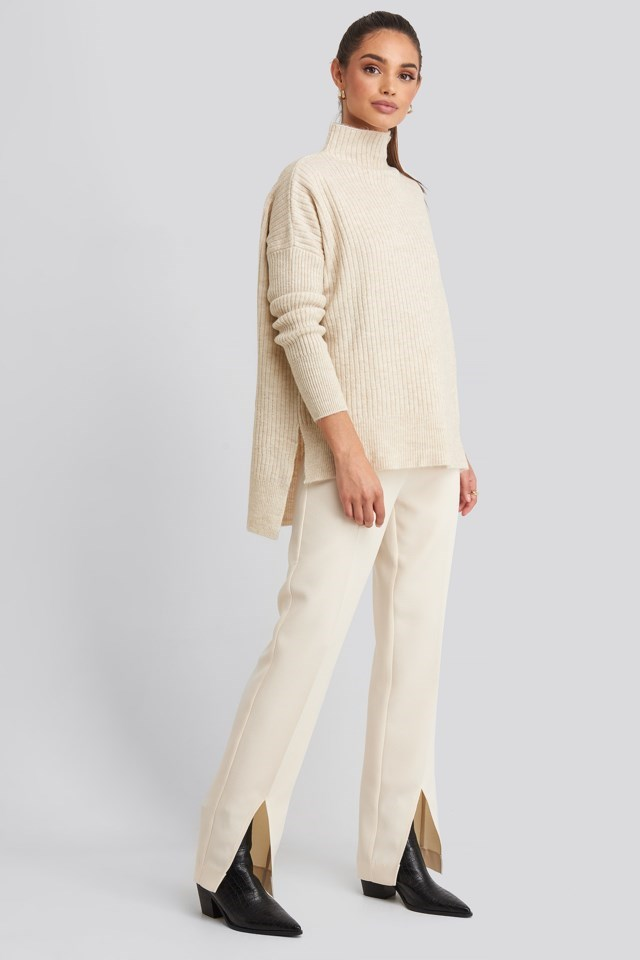 Vertical Neck Knitted Sweater Outfit